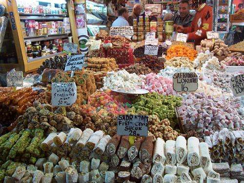 الحلويات التركية في السوق المصري في اسطنبول
