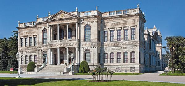 قصر دولما بهجة في اسطنبول