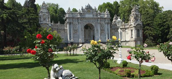 قصر السلاطين او قصر دولما بهجة في اسطنبول