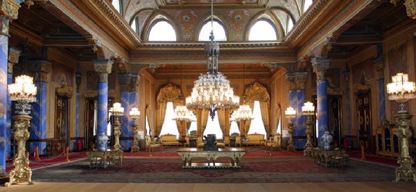 قصر دولما باشا من الداخل