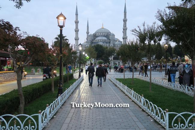 الاذان في جامع السلطان احمد في اسطنبول