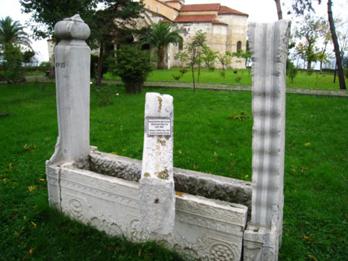 القبور العثمانية في حديقة ايا صوفيا في طرابزون