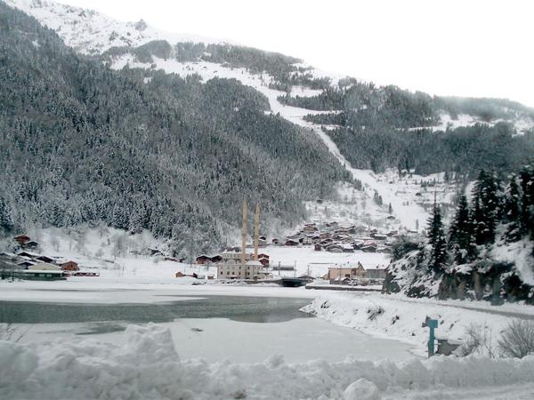 قرية اوزنجول في فصل الشتاء