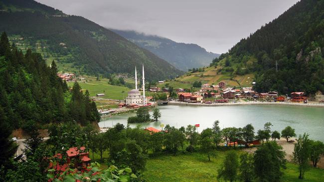 بحيرة اوزنجول في تركيا
