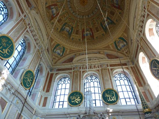 جامع اورتاكوي من الداخل