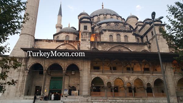 الجامع الجديد في اسطنبول بالقرب من السوق المصري